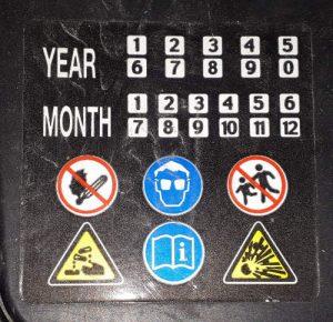 Gefahrenhinweise Autobatterie